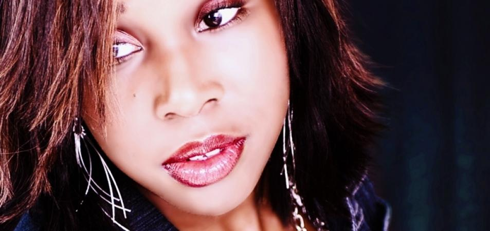 The 2013 Conversations Magazine Female Artist of The Year. Accomplished pianist and keyboard player.